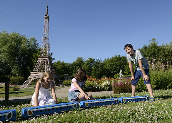 enfants train tour eiffel