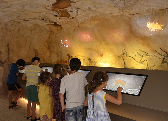 paint in a cave, like at prehistorical times at park France Miniature